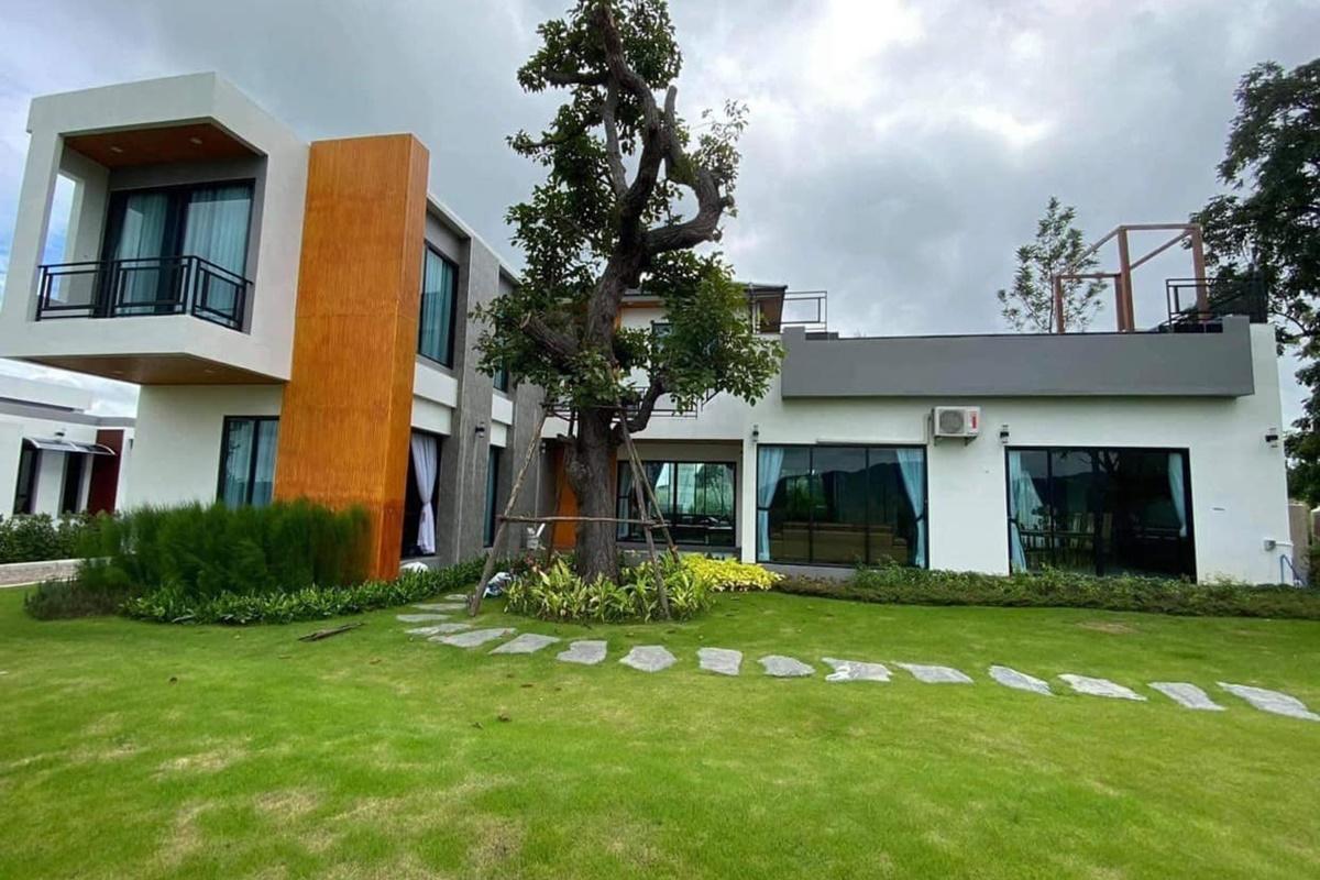 บ้านยูริ เขาใหญ่ พูลวิลล่า
